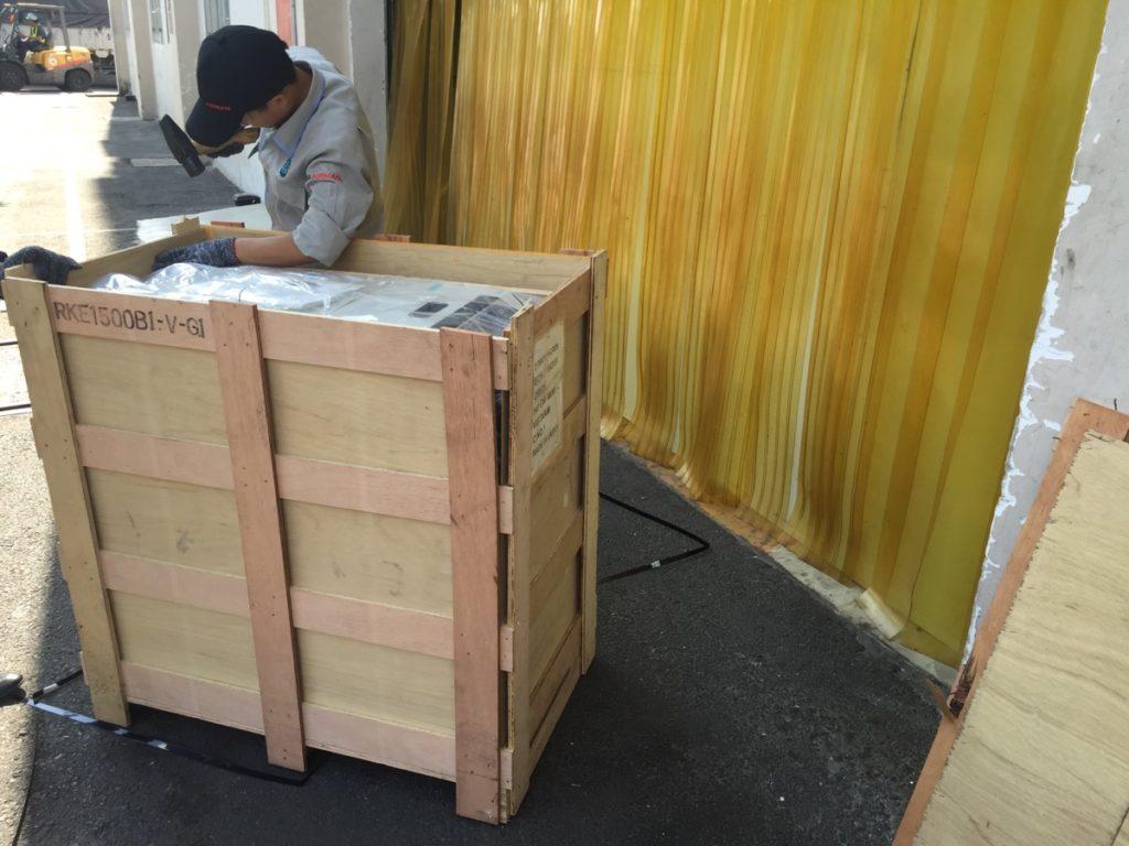 Move Water Chiller To Owner's Workshop - Đưa Máy Làm Lạnh Nước Vào Xưởng Của Chủ Đầu Tư