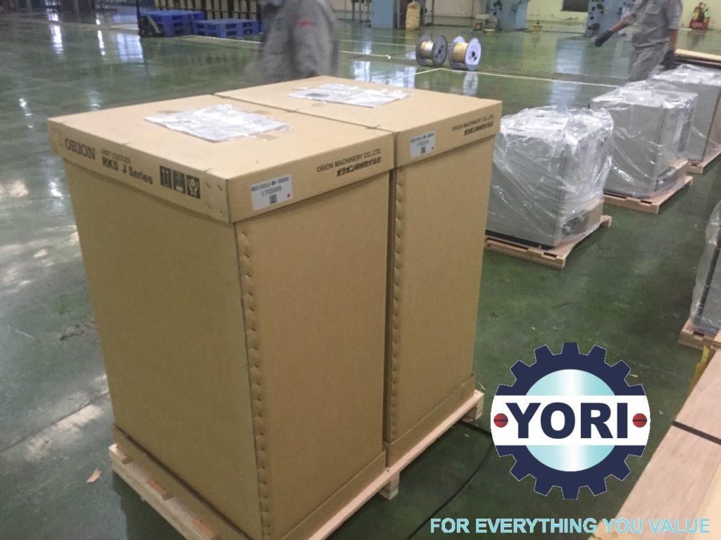 Unloading RKS1502J-MV Unit - Tháo kiện cho chiller orion.