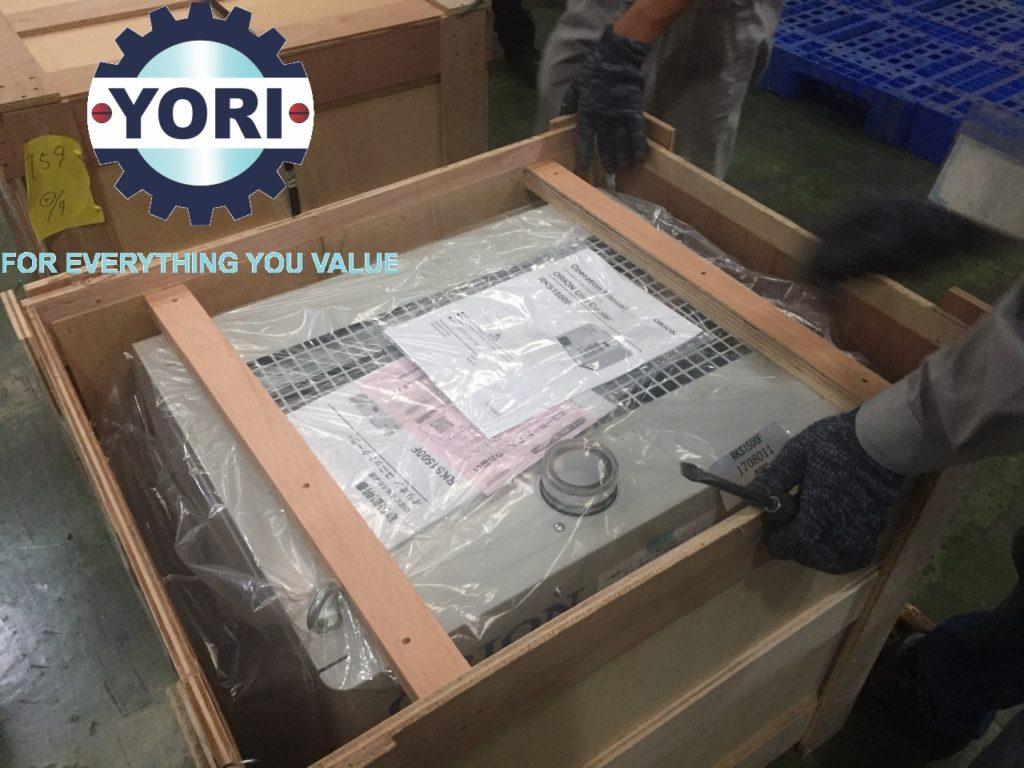 Unloading RKS1500F Unit -  Tháo dỡ kiện cho máy làm lạnh ORION.