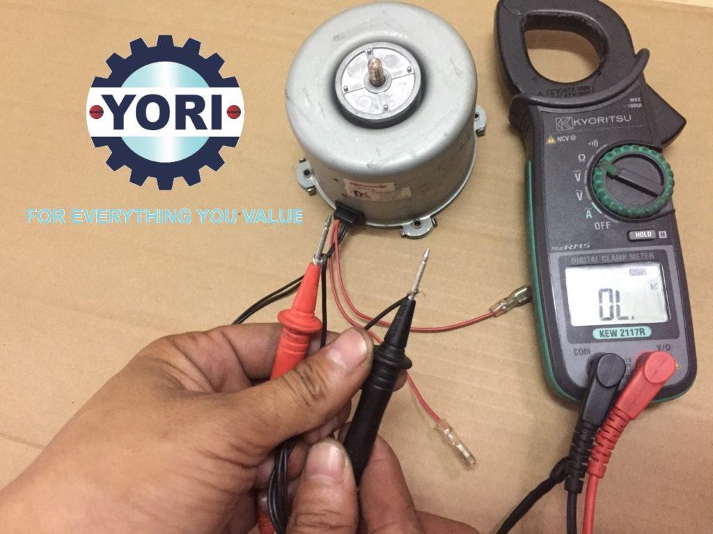 Checking the fan motor - Kiểm tra quạt giải nhiệt.