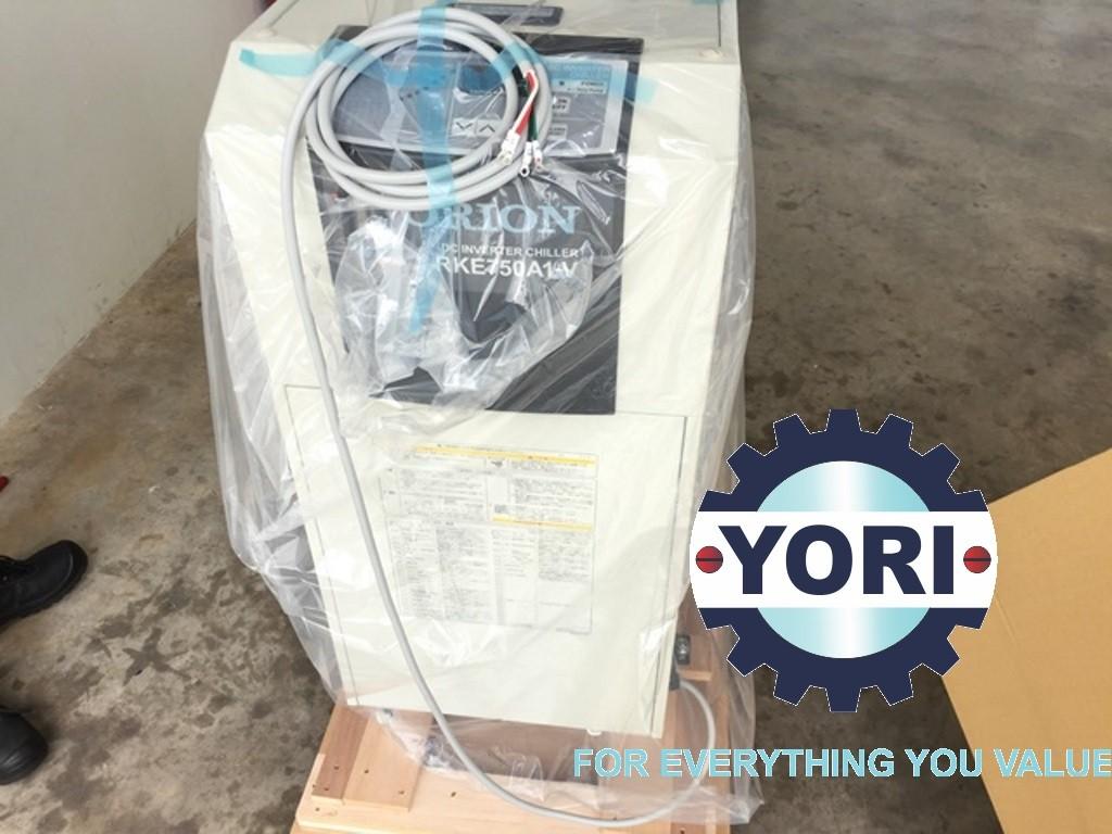 Includes power cord (Length: 3m outside chiller) - Bao gồm dây cấp nguồn  (độ dài: 3 mét) tiện lợi cho quý khách hàng khi sử dụng.