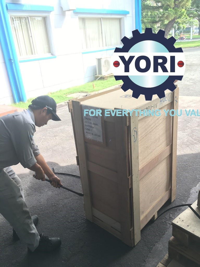 Unloading RKS1502J-MV Unit – Tháo kiện cho chiller orion.