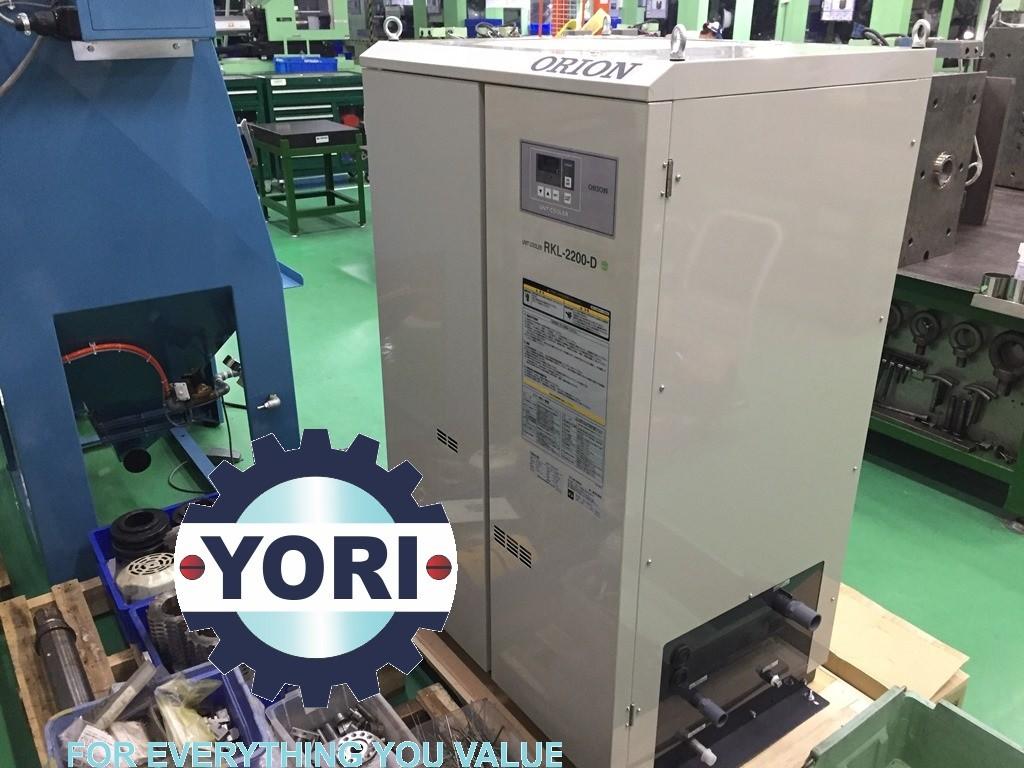 Unloading RKl-2200D Unit – Tháo kiện cho chiller orion.